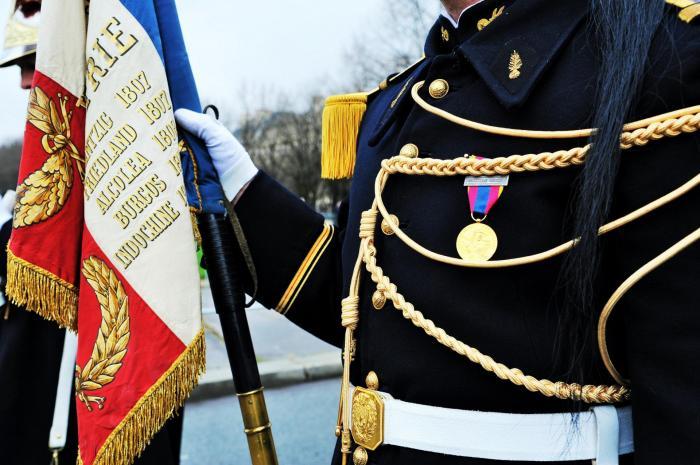 L etendard du regiment de cavalerie de la garde republicaine